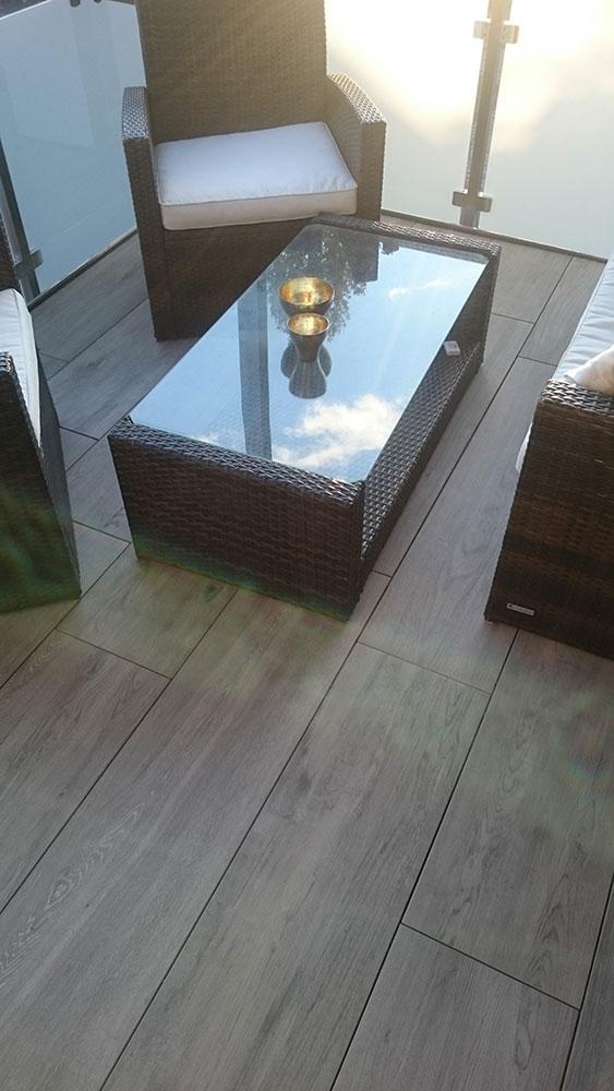 Bodenbelag aus Feinstein auf einem Balkon - Rommel Garten- und ...